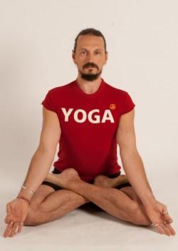 Парная йога на природе